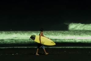 NIGHT SURFING IN BALI