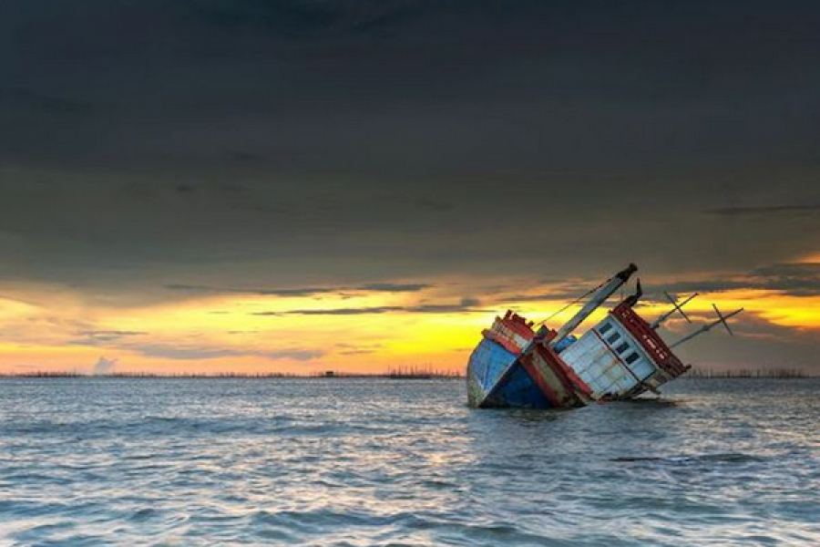 Cargo ship sunk in Bali Sea, 7 of the 14 crew members are reported missing.