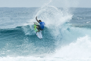 QUIKSILVER PRO GOLD COATS KICK OFF WITH CLEAN CONDITIONS