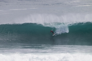 Slater scores a perfect 10; Fanning defeated by wildcard Jay Davies