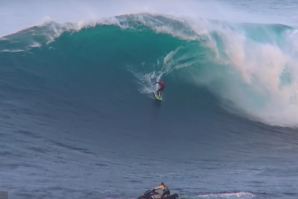 KELLY SLATER CHARGING MASSIVE JAWS