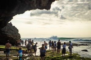 8 Surfers Remain After Wild Day 1 of Rip Curl Cup at Padang Padang - BALI