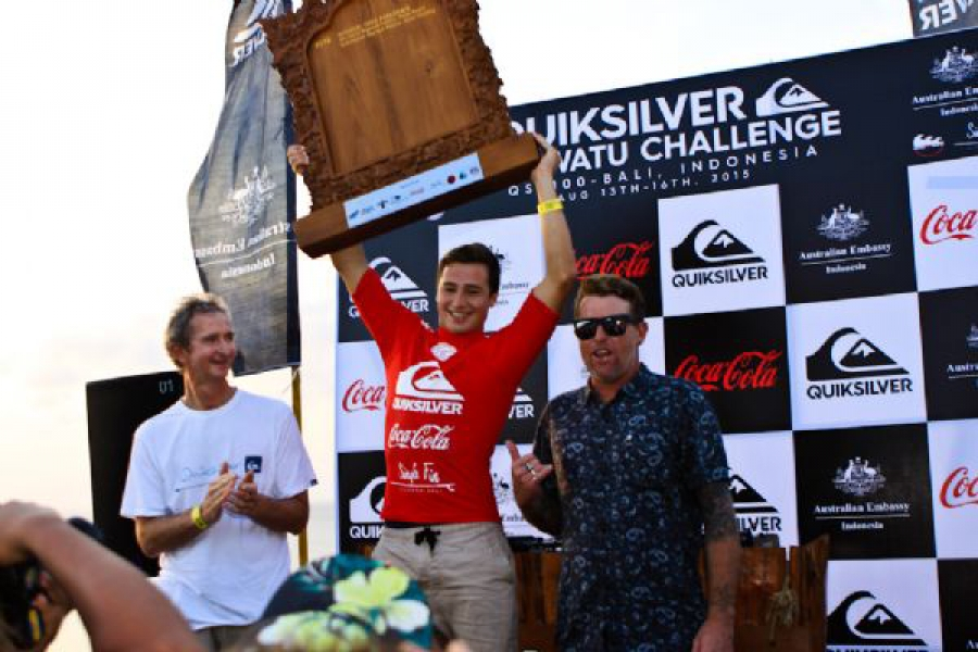 Jared Hickel (Cronulla, NSW/AUST) celebrates alongside Quiksilver legends Mark Richards and Matt Hoy.