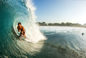 ONEY ANWAR EXTENDS CONTRACT WITH RIP CURL