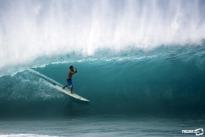 photobrent Kalani Chapman pays respect to Pipeline after a long summer slumber. Photo: Bielmann