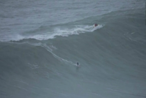 AXI MUNIAIN BROKE A RIB AFTER FALLING OFF A 8 METER WAVE