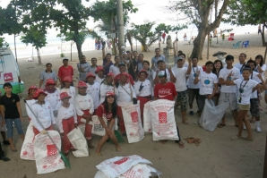 BALI BEACH CLEAN UP WAS A SUCCESS
