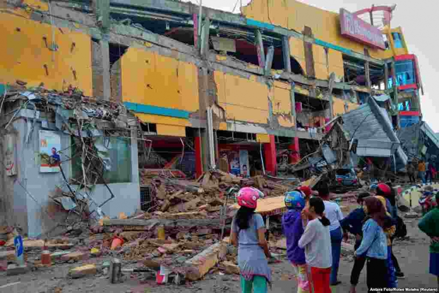 Hundreds killed as powerful earthquake and tsunami hit Indonesia
