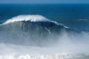 Rodrigo Koxa surfs the biggest wave of the season, and 'threatens' worldwide record of Garret McNamara