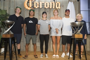 Caption: From left to right - John John Florence (HAW), Kanoa Igarashi (JPN), Tyler Wright (AUS), Stephanie Gilmore (AUS), Gabriel Medina (BRA), Gail O'Neill, Councillor for Area 14 (Coolangatta Area)  Caption: © WSL /  Cestari