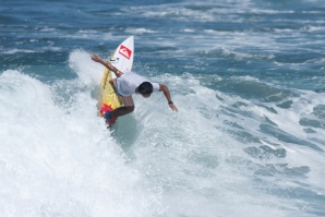 DEDE SURYANA SURFING AT KERAMAS