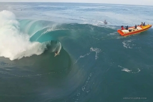 XXL Teahupo'o filmed from the air