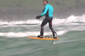 'THE ULTIMATE WATERMAN' - FOIL BOARDING COM LAIRD HAMILTON NA NOVA ZELÂNDIA