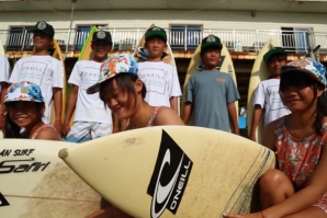 MARK MATHEWS VISITOU OS JOVENS SURFISTAS CHINESES
